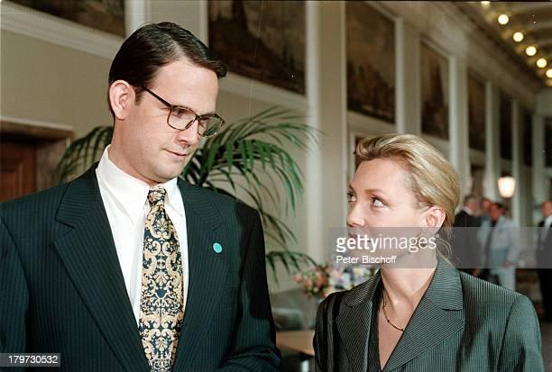 """Klaus-Peter Grap und Constanze;Engelbrecht, ZDF-Film """"Der Prinzgemahl"""";1997,"""