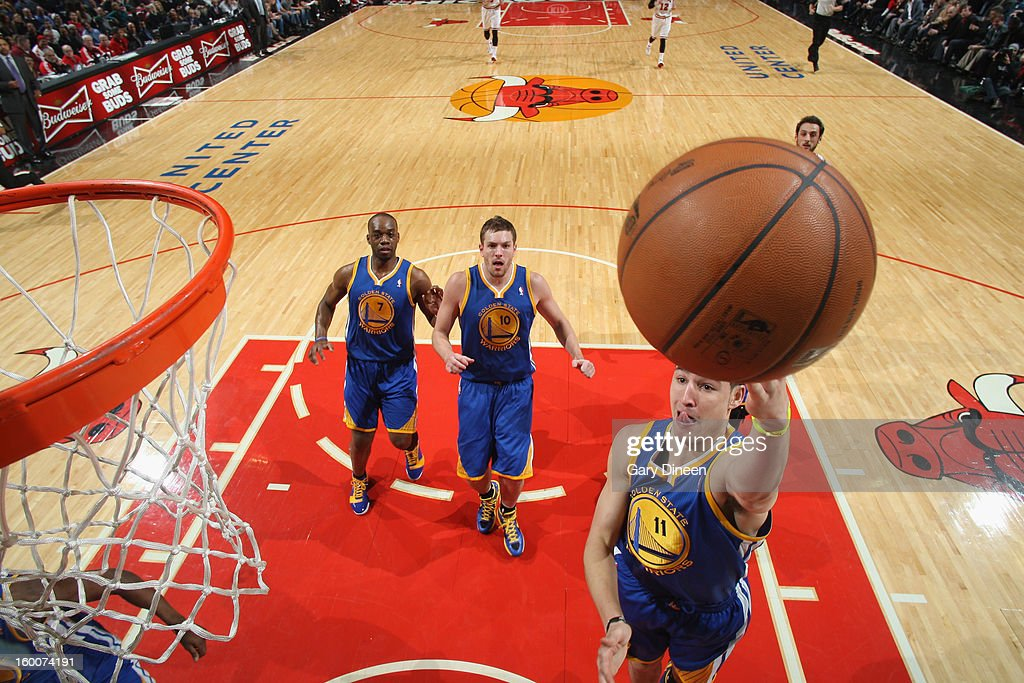 Klay Thompson #11 of the Golden State Warriors shoots against the Chicago Bulls on January 25, 2012 at the United Center in Chicago, Illinois.