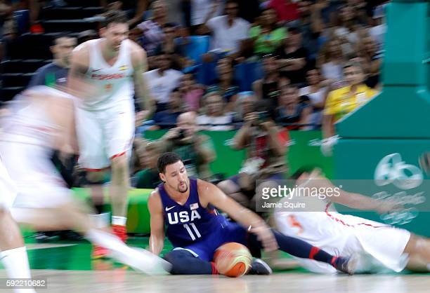 Klay Thompson of United States goes for the loose ball against Spain during the Men's Semifinal match on Day 14 of the Rio 2016 Olympic Games at...