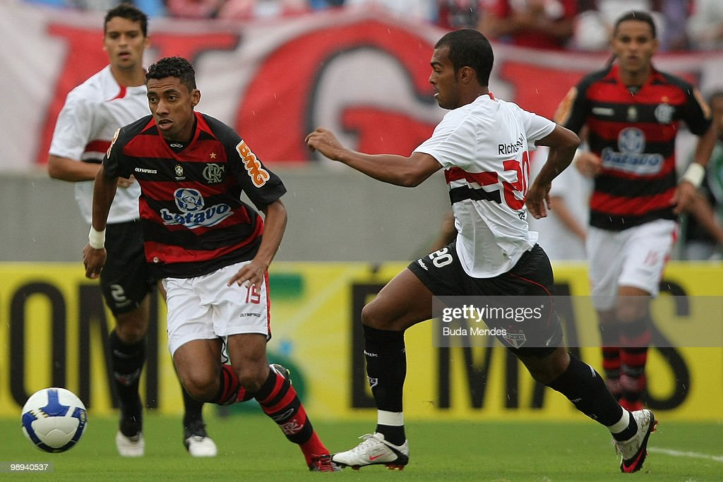 Kleberson L Of Flamengo Fights For The Ball With Richarlison R Of