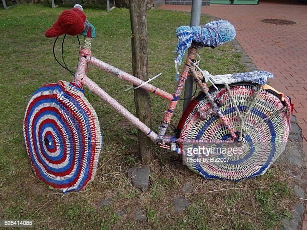 kleid für ein fahrrad - kleid stock pictures, royalty-free photos & images