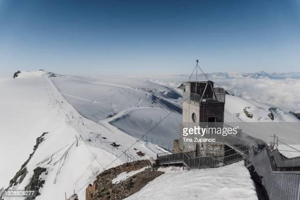 klein matterhorn, paradiso glaciale zermatt - klein foto e immagini stock
