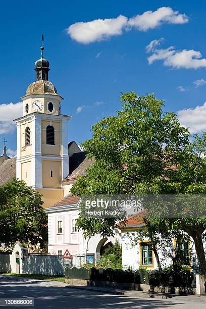 kleine kirche church, schoenberg am kamp, lower austria, austria, europe - kirche stock pictures, royalty-free photos & images