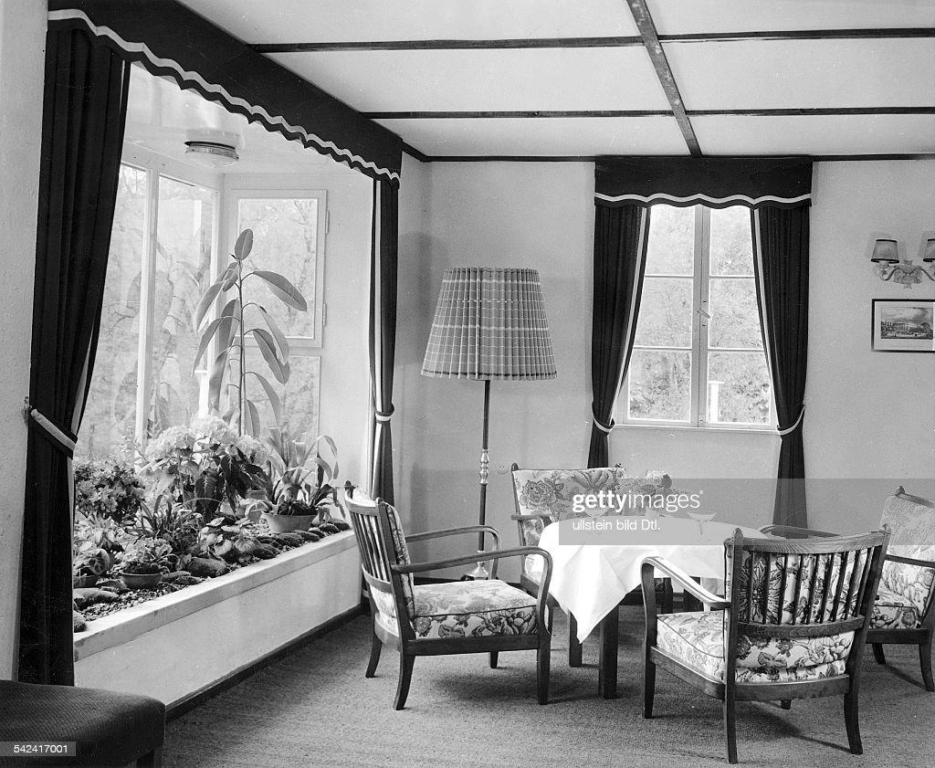 Kleiner Wintergarten In Einem Wohnzimmer, Das Dem Vernehmen Nach Teil Einer  Baracke Sein Soll