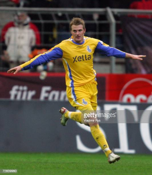 Klemen Lavric of Duisburg celebrates after scoring the third and final goal during the Second Bundesliga match between Rot Weiss Essen and MSV...