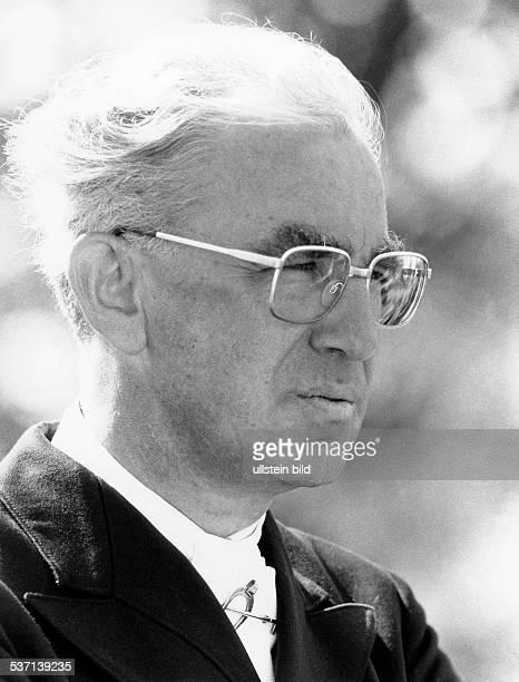 Klimke Reiner Dressur und Vielseitigkeitsreiter Jurist D Sechsfacher Olympiasieger sechsfacher Weltmeister Portrait im Halbprofil 1990