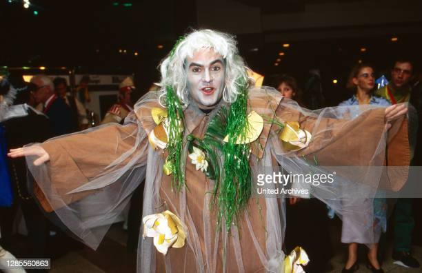 Kölle Alaaf - Fernsehsitzung der Prinzengarde Köln von 1906 e.V. Im Hotel Maritim, Deutschland 1997, als Gast: Moderator Wolfram Kons verkleidet als...