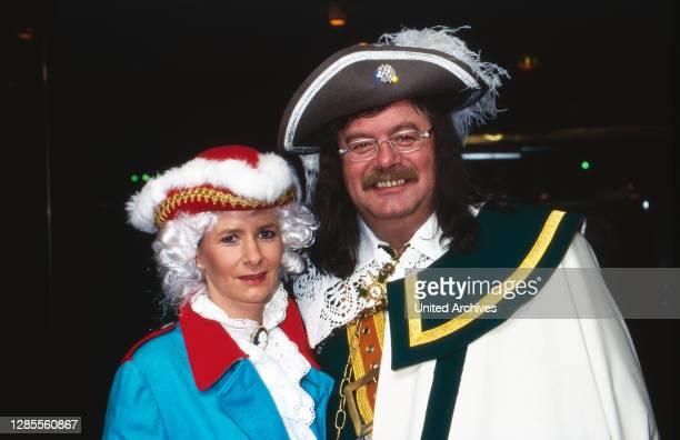 Kölle Alaaf - Fernsehsitzung der Prinzengarde Köln von 1906 e.V. Im Hotel Maritim, Deutschland 1997, als Gast: Moderator Harry Wijnvoord in der...