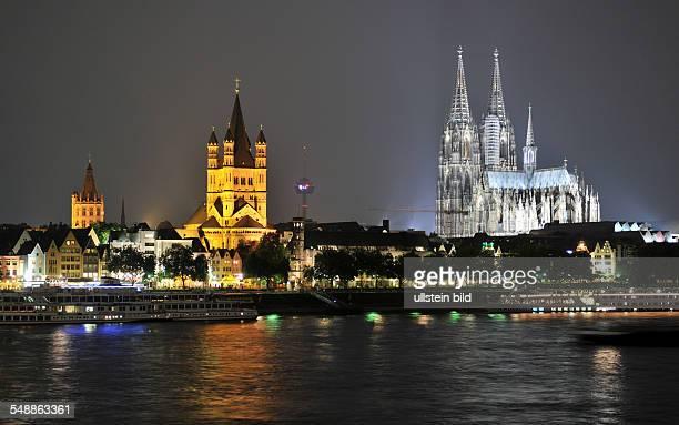 Altstadt Dom Groß St Martin Kirche Martinskirche Rhein Innenstadt Nachtaufnahme Blaue Stunde Nacht nächtlich Restlichtaufnahme