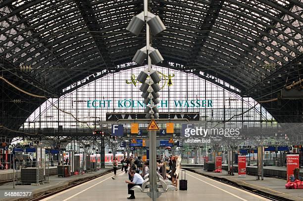 Hauptbahnhof Bahnhof Bahnsteig Gleis Deutsche Bahn Dach Glasdach
