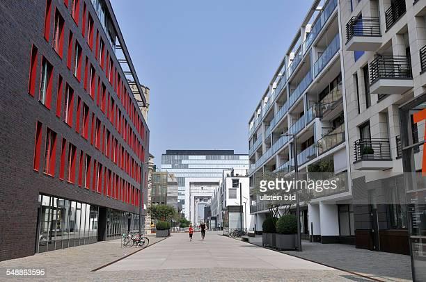"""Köln : Entwicklungsgebiet Rheinauhafen Häuser Wohnhäuser von links nach rechts: """"Kontor 19"""" und """"Wohnwerft 18/20"""""""