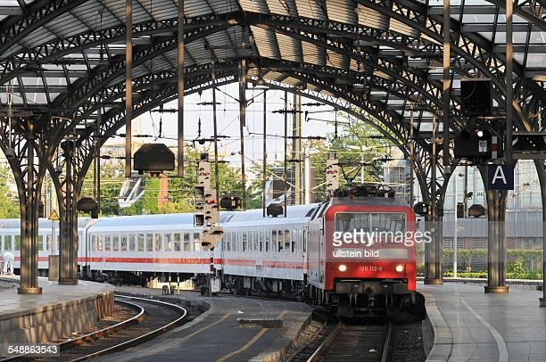 Intercity IC Bahnhof Hautbahnhof Hbf Gleis Gleise Bahnsteig Zug Einfahrt Eisenbahn Deutsche Bahn