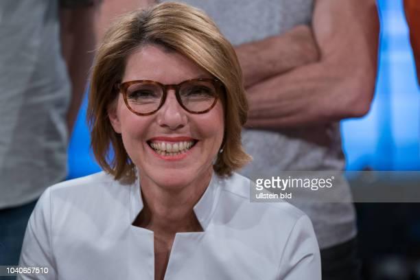 Kölner Treff mit der Journalistin Bettina Böttinger im WDR Fernsehen am 24 November 2017 Die Sendung wird aus dem WDR Studio Köln Bocklemünd gesendet