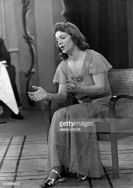 Klockow Till Actress Germany*091970 is singing during a guest appearance in the Fernsehsender Berlin Photographer Curt Ullmann Published by 'Hier...