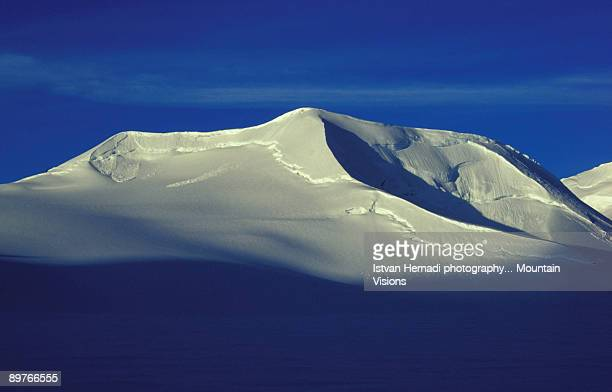 kluane icefield sunrise - pinnacle peak stock pictures, royalty-free photos & images