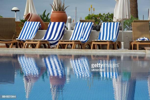 16 km lange Uferpromenade hier bei Costa Adeje LiegenAngebot fuer Touristen im Hotel La Pinta am Playa de Puerto Colon Reservieren mit Badetuch nicht...