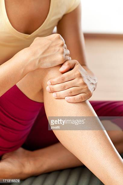 knee pain - osteoarthritis stock photos and pictures