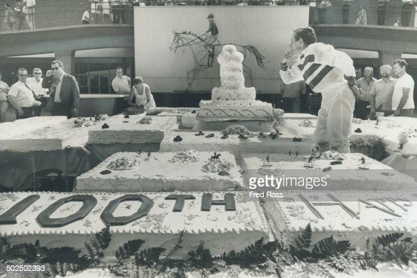 Knee Deep In Col Sam S Birthday Cake Jockey Hugo