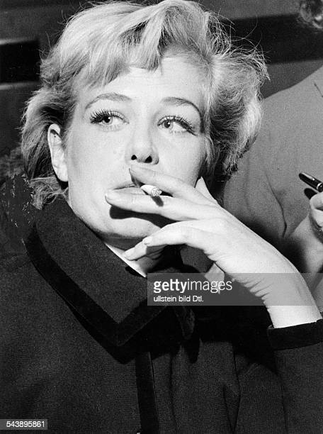 Knef Hildegard actress singer Germany*Portrait with a cigarette ca 1960 Vintage property of ullstein bild
