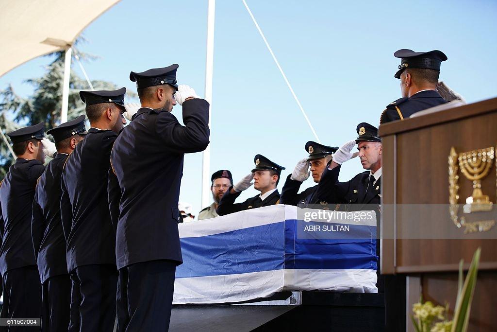 ISRAEL-POLITICS-PERES-FUNERAL : News Photo