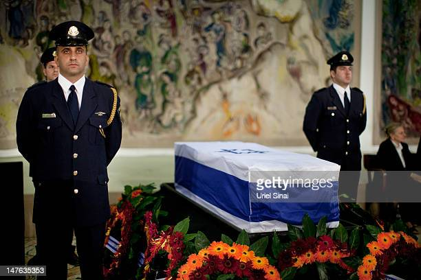 Knesset honor guards guard the coffin of former Israeli Prime Minister Yitzhak Shamir before his burial at the Knesset on July 2, 2012 in Jerusalem,...