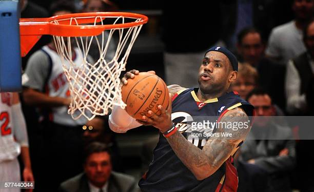 Cavs LeBron James goes up for a shot in the third quarter 04 February 2009