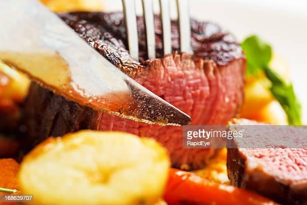 ナイフスライスに juicy な牛フィレ肉のソテーポテト