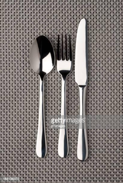 Couteau, fourchette et Cuillère en argent mat