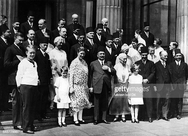König Fuad von Ägypten mit Gefolge und Mitgliedern der Familie Krupp von Bohlen und Halbach. Neben dem König: Bertha Krupp von Bohlen und Halbach ,...
