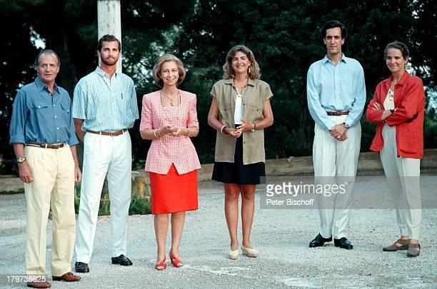 König Juan Carlos Kronprinz Felipe Königin Sofia Prinzessin Cristina Jaime de Marichalar Prinzessin Elena Die Königliche Familie Urlaub in Portopi...