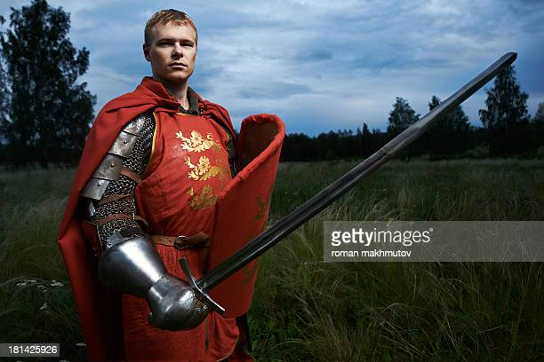 knight with sword and shield - ritter stock-fotos und bilder