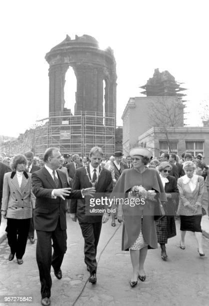 Königin Beatrix besuchte am Dresden und die Ruine der Frauenkirche Die Königin der Niederlande wurde dabei ua vom Dresdner Oberbürgermeister Herbert...
