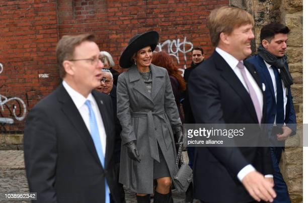 Königin Maxima der Niederlande und König WillemAlexander kommen am in Erfurt in Begleitung von Thüringens Ministerpräsident Bodo Ramelow vor der...