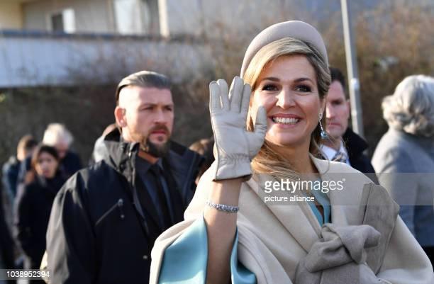 Königin Maxima winkt beim Besuch des niederländischen Königspaares am in Leipzig im Stadtteil Grünau Foto Jens Kalaene/dpa | usage worldwide