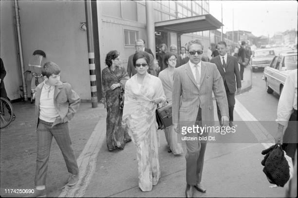 Königin Ratna und König Mahendra von Nepal am Zürcher Hauptbahnhof 1969