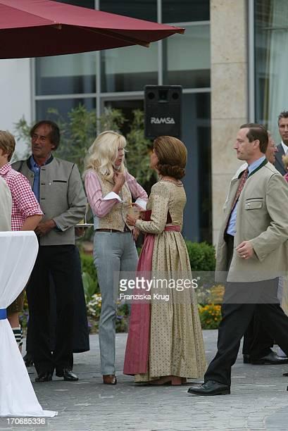 Königin Silvia Von Schweden Im Gespräch Mit Gunilla Von Bismarck Beim Empfang Zum 60 Geburtstag Von Leopold V Bayern Im Dorint Seehotel Rottach Egern...