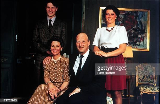 Königin Sonja von Norwegen mit KönigHarald verheiratet seit 1968mit ihren Kindern Prinzessin Märtha Louise und Kronprinz Haakon Homestoryin der...