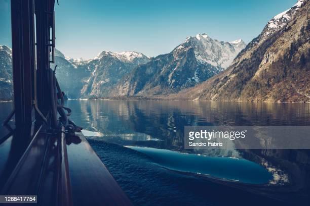 königssee st bartholomä boat tour - area selvatica foto e immagini stock