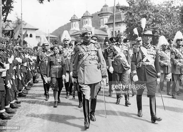 `Königstreffen' im rumänischen Sinaiadie Staatsoberhäupter der EntenteStaatenauf dem Weg zu einer Truppenparade vonlinks König Carol II von Rumänien...