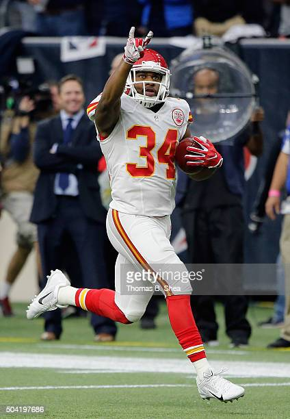 Knile Davis of the Kansas City Chiefs with a 106yard kickoff return for a touchdown against the Houston Texans during the first quarter of the AFC...