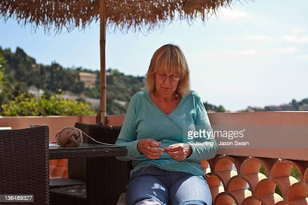knitting grandmother - s0ulsurfing - fotografias e filmes do acervo