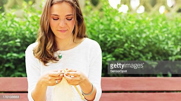 Tricoter dans un parc