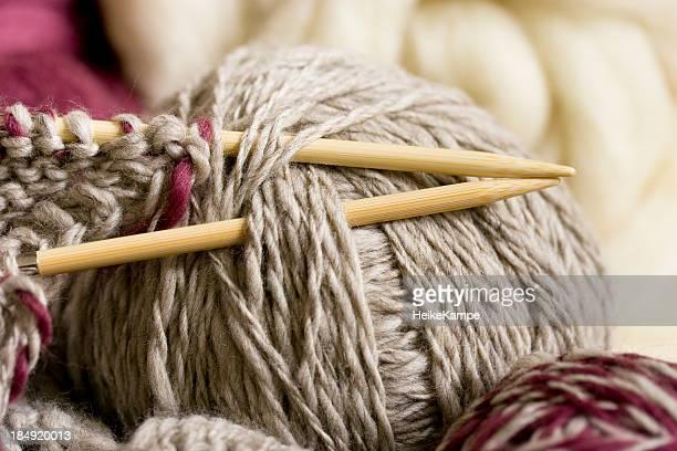 Nadeln und Wolle