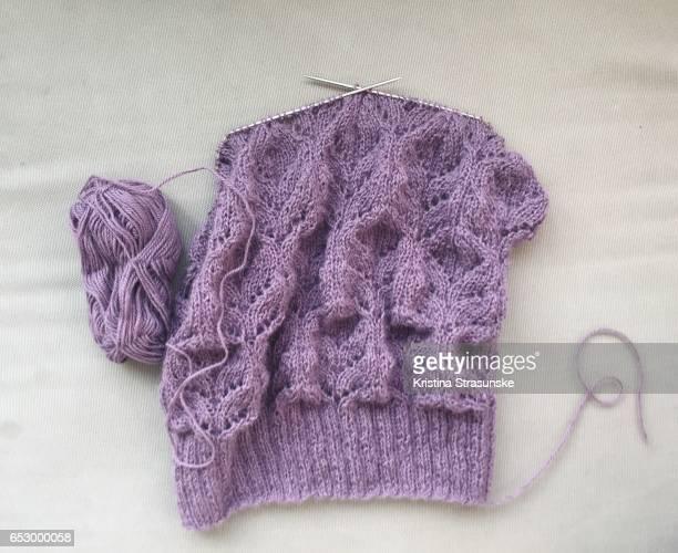 knitting project in progress - tricoté photos et images de collection