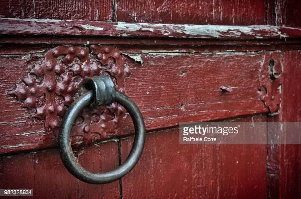 knock before entering! - raffaele corte foto e immagini stock