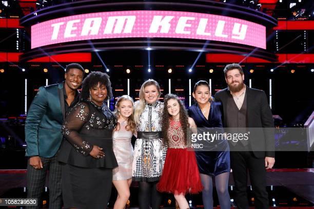 "Knockout Rounds"" Episode 1513 -- Pictured: Team Kelly: Zaxai, Kymberli Joye, Sarah Grace, Kelly Clarkson, Chevel Shepherd, Abby Cates, Keith Paluso --"