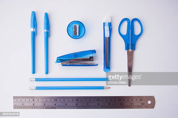 Knolling: Blue coloured office supplies