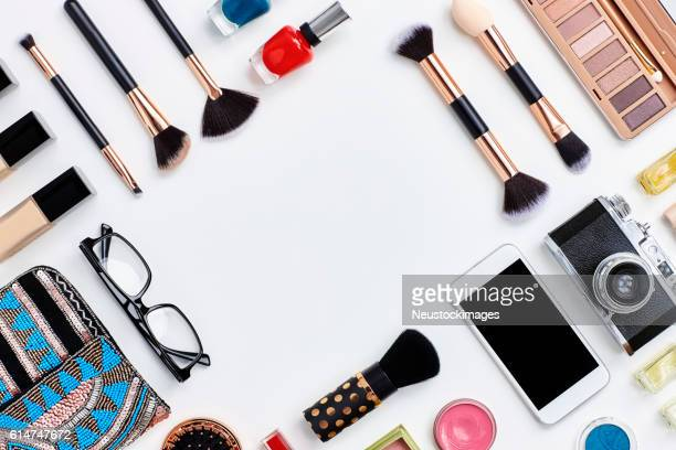 knolling concept - flat lay beauty products and technologies - pochette borsetta foto e immagini stock