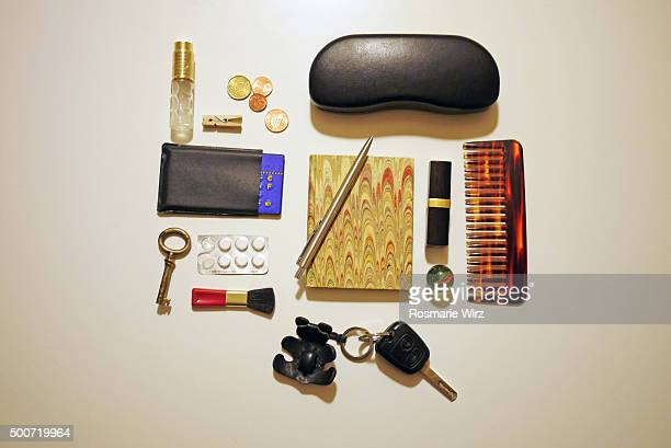 Knolling: lady's personal objects overhead view
