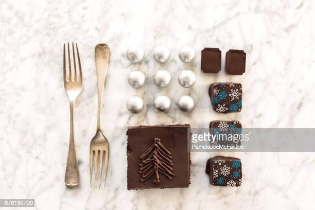 Knolling, Arrangment ordonnée de Noël Desserts, bonbons, pâtisserie, chocolat, fourchettes